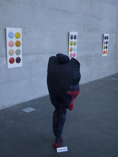 """Vuotalon Galleria kutsunäyttely """"Happy hour"""" vuonna 2012, Helsinki."""