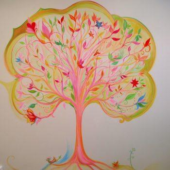 Teoksen nimi: vaaleanpunainen taikapuu/ Niinipuun päiväkoti