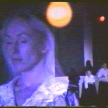 """Teoksen nimi: """"Skolaris"""" videoteos ja installaatio, Nykytaiteen museo 1993"""