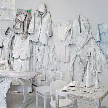 Teoksen nimi: Kaikki  katoaa valkoiseen yksityiskohta 2009