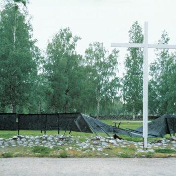 """Teoksen nimi: Sankarimuistomerkki """"Kaatunut raja-aita"""" 1964, Kesälahti"""