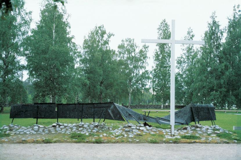 """Sankarimuistomerkki """"Kaatunut raja-aita"""" 1964, Kesälahti"""