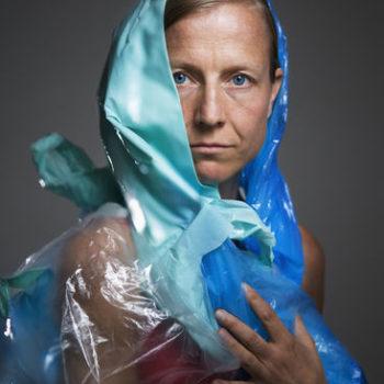 Teoksen nimi: Minun päiväni on kirjava lintu 3 (7 muovipussia) / My day is a many-splendoured bird 3 (7 plastic bags)