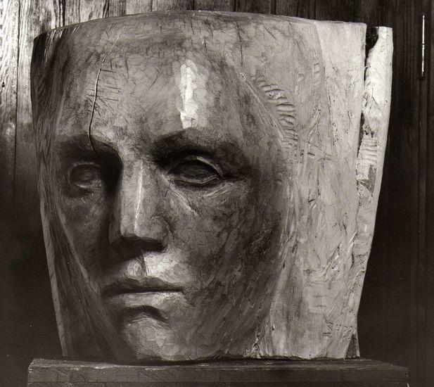 Tytön pää, 1982, puuveistos, korkeus 50 cm