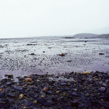 Teoksen nimi: On mereen vangittu sunnuntai; Meri sisälläni-sarjasta ©2011