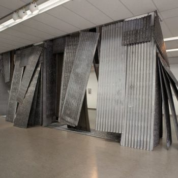 Teoksen nimi: Heavy metallica  tilateos Kuopion Taidemuseo 2002
