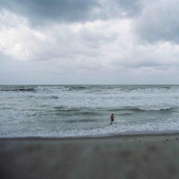 Teoksen nimi: Se oli näkymätön kuin aaltojen suola; Meri sisälläni-sarjasta ©2011