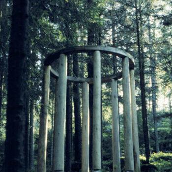 Teoksen nimi: Metsän temppeli – paikka hiljaisuudelle, Nuuksion kansallispuisto