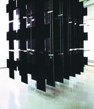 Teoksen nimi: Construction 1992/A homage to Malevich /  Galleria FBK, Gotland Sweden, Galleria Titanic Turku Finland