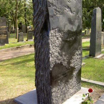 Teoksen nimi: Taiteilijaprofessori Veikko Sinisalon hautaveistos
