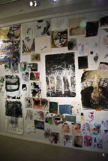 """Ripustusta näyttelystä """"Paperihommia ja puupinoja"""" Galleria Oyoy, Lahti 2010"""