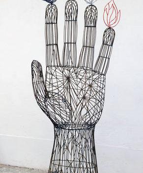 Teoksen nimi: Avoin käsi