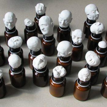 Teoksen nimi: Purkkien henget, The Spirits of Medicin Containers 2009