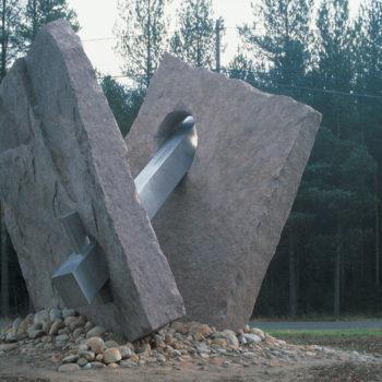 Teoksen nimi: Voima-Vastavoima -monumentti 1988, Altian Koskenkorvan tehdas, Ilmajoki