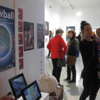 Teoksen nimi: Snowball-yhteisöllinen performanssi 2008-2018.Kuvattu 2014 Pärnussa.