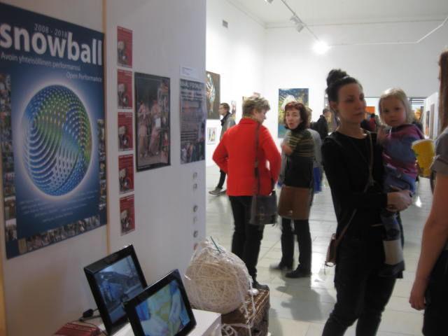 Snowball-yhteisöllinen performanssi 2008-2018.Kuvattu 2014 Pärnussa.