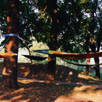 Teoksen nimi: Riippumattoja Puolalan puistossa