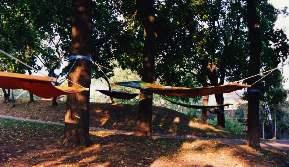 Riippumattoja Puolalan puistossa