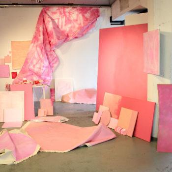 Teoksen nimi: Yritys sekoittaa ihanin vaaleanpunainen 2015