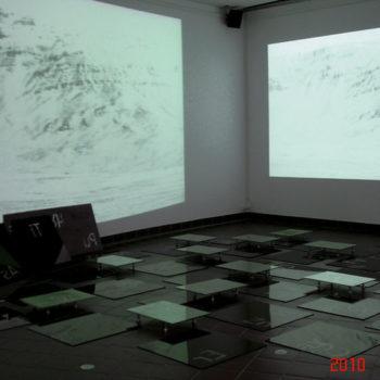 Teoksen nimi: In Tempus Praesens 2010/ Audiovisual video-installation/ Malmintalo Vantaa, Finland