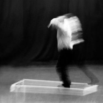 Teoksen nimi: Rajatun tilan tanssi