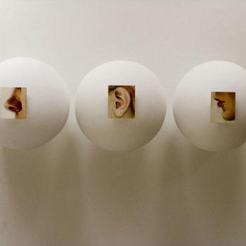 Teoksen nimi: Kolme palloa