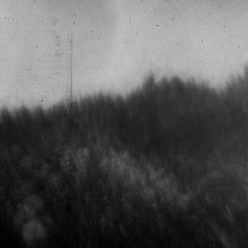 Teoksen nimi: pelto-Naarmuja maisemassa