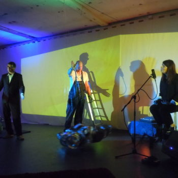 Teoksen nimi: Minä ja Saurofoni performanssi: Yrjänä Sauros, Sanni Orasmaa, Bjarne Lönnroos 2013
