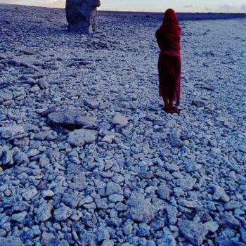 Teoksen nimi: Illalla tunsin sen lapaluuni kohdalla; Transparent-sarjaa osa I Solitude ©2007