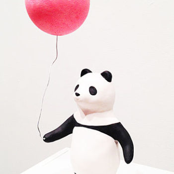 Teoksen nimi: Panda with Pink balloon