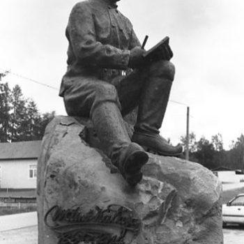 Teoksen nimi: Kirjailija Väinö Katajan-patsas