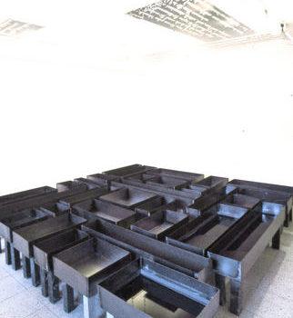 Teoksen nimi: The Labyrinth 1995/ part 1 of  the 3-room installation / Galleria Sculptor Helsinki