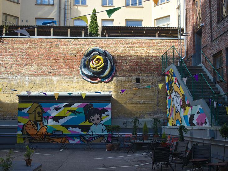 Lähiöruusunen / Suburban Rose