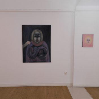Teoksen nimi: Ihmisiä hiljaisesta kaupungista näyttelynäkymä 2