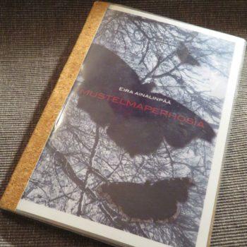 Teoksen nimi: Mustelmaperhosia. Visuaalista runoutta.