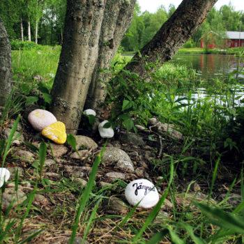 Teoksen nimi: Jämpsän kivet / Stones of Jämpsä