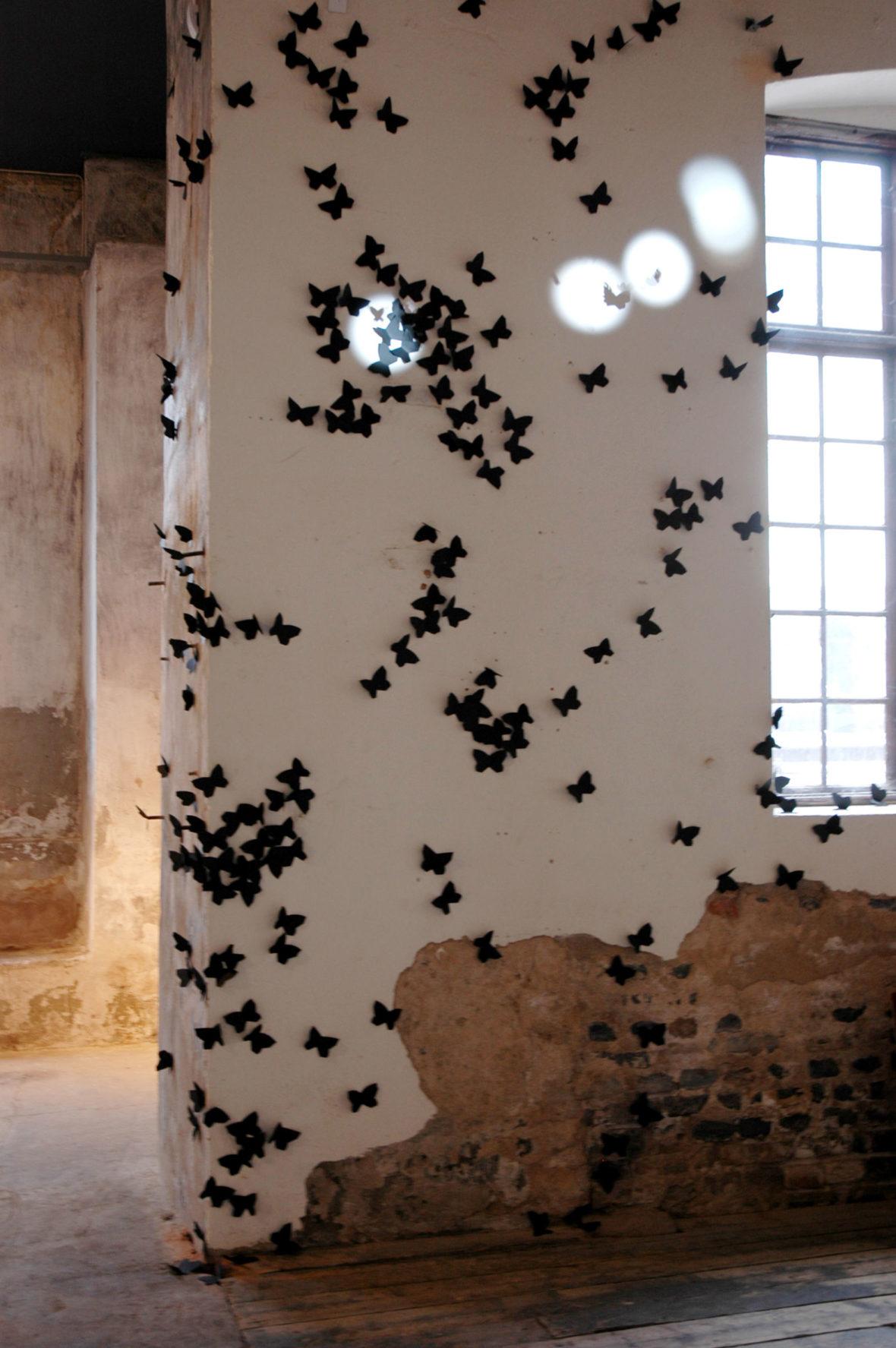 Mustia perhosia