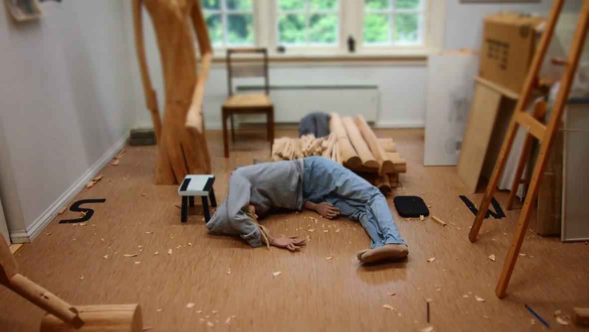 työhuoneen lattialta