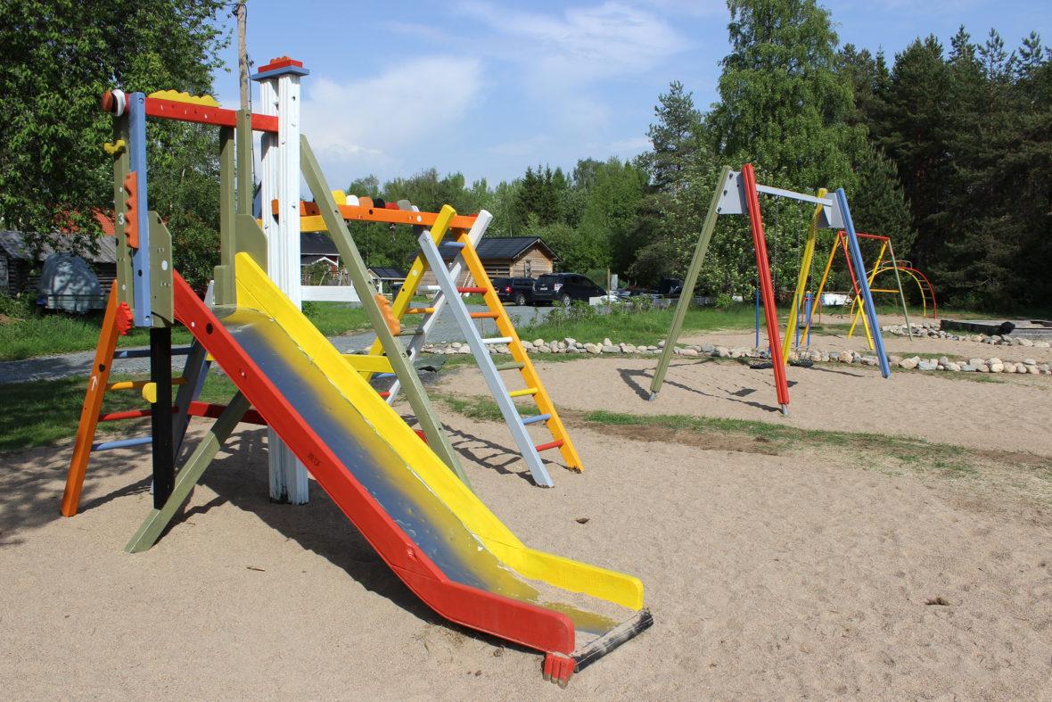 Iin Kauppilan leikkipuisto
