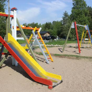Teoksen nimi: Iin Kauppilan leikkipuisto