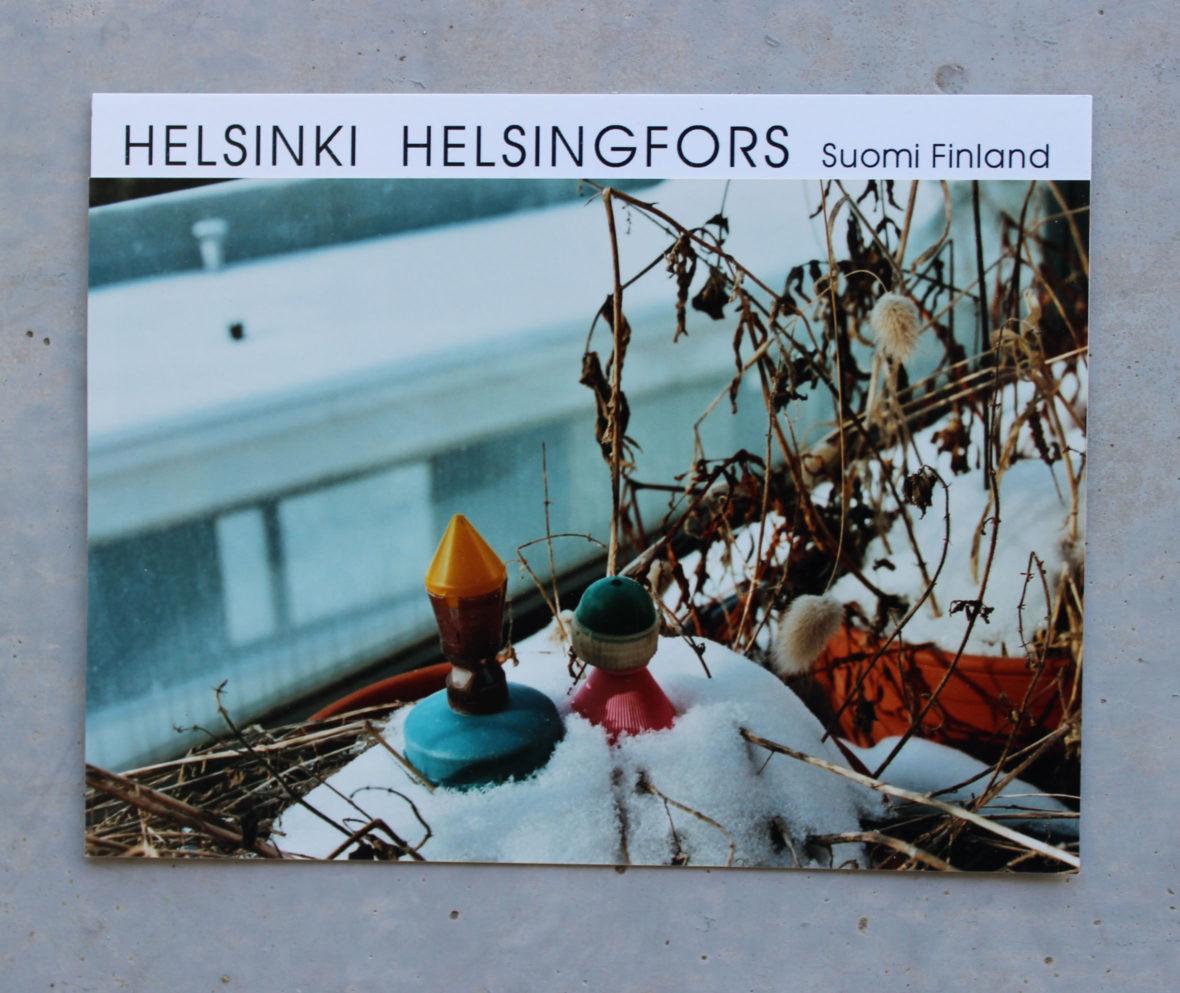 """Oi  Helsinki – sarjasta  """"Talven törröttäjiä  keväisellä  parvekkeella"""""""