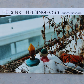 """Teoksen nimi: Oi  Helsinki – sarjasta  """"Talven törröttäjiä  keväisellä  parvekkeella"""""""