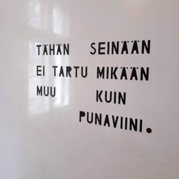 Teoksen nimi: teksti seinään 2019