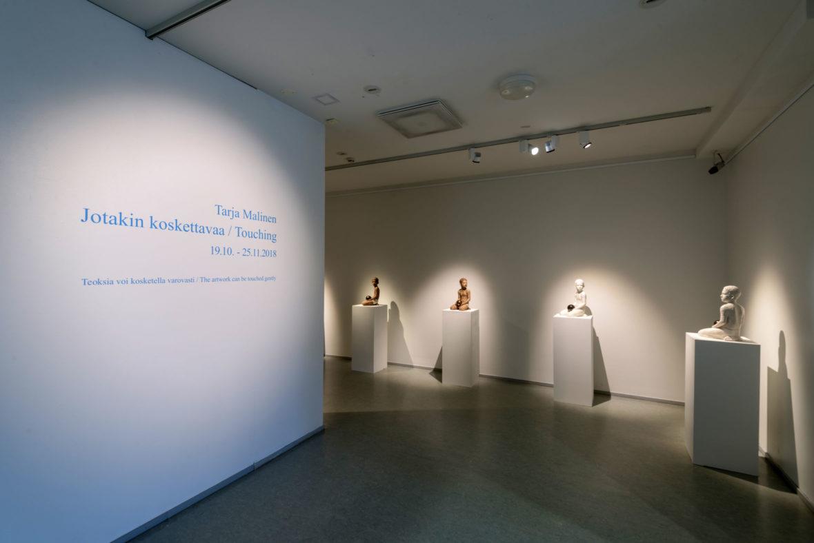 Jotakin koskettavaa -näyttely, Jyväskylän taidemuseo Holvi, 2018. Kuvat Jari Kuskelin.