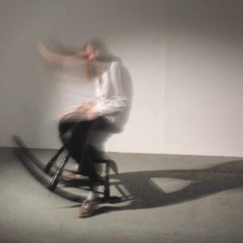 Teoksen nimi: Ratsastussimulaattori / Riding Simulator