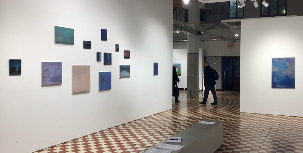Ripustuskuva Hymni, Galleria Huuto, Helsinki 2019
