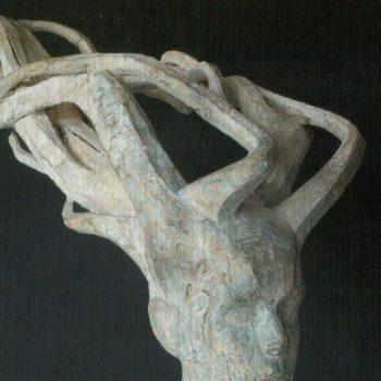 Teoksen nimi: Tuulessa, 1992, puuveistos, korkeus 70 cm, pituus 120 cm