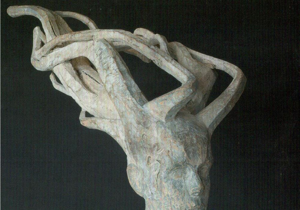 Tuulessa, 1992, puuveistos, korkeus 70 cm, pituus 120 cm