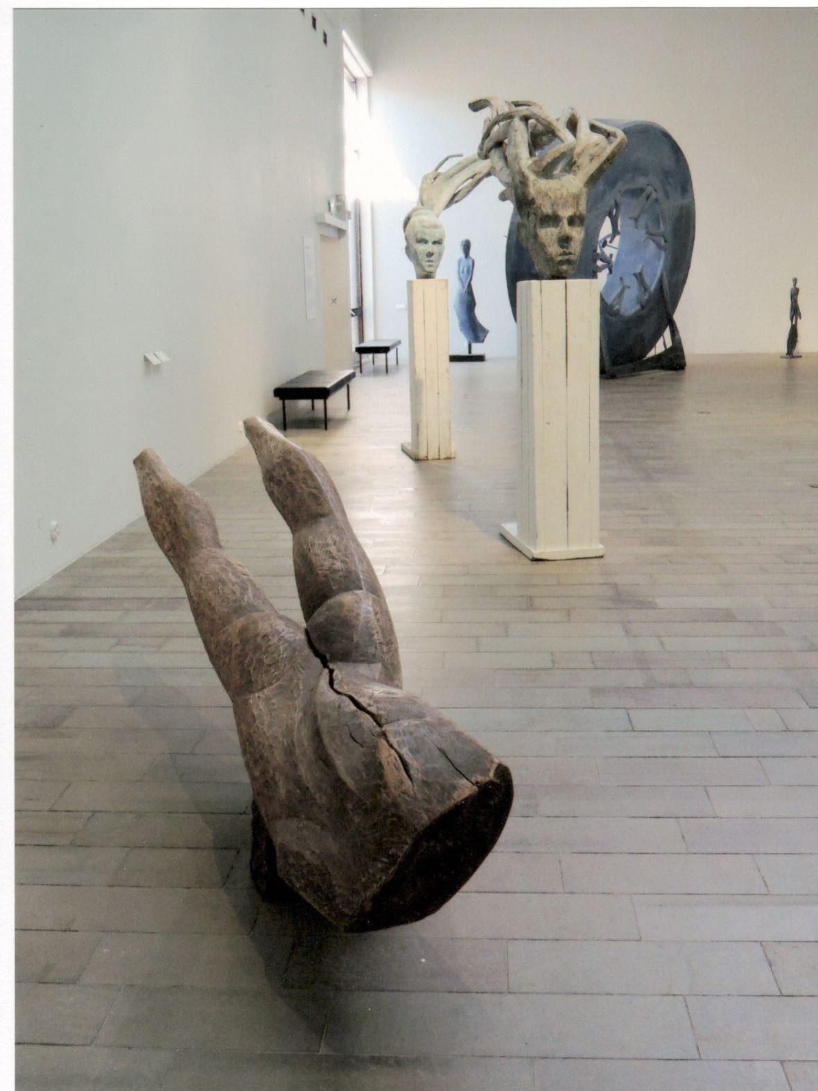 Puuveistoksia Wäinö Aaltosen museon näyttelyssä, 2018