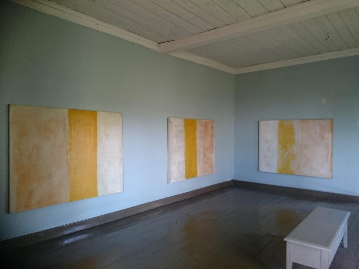 Keltaraitaiset maalaukset